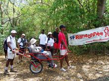 Des randonneurs martiniquais en joelette dans le cadre de la Rando pour tous